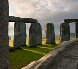 Analyzing Stonehenge with handheld XRF analyzers