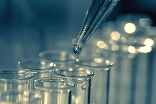Pipette adding fluid to one of several test tubes. Image: motorolka/Shutterstock.com.