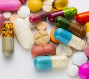 Diferent tablets mix heap drugs pills capsules therapy doctor flu antibiotic pharmacy medicine medical. Image: r.classen/Shutterstock.com.