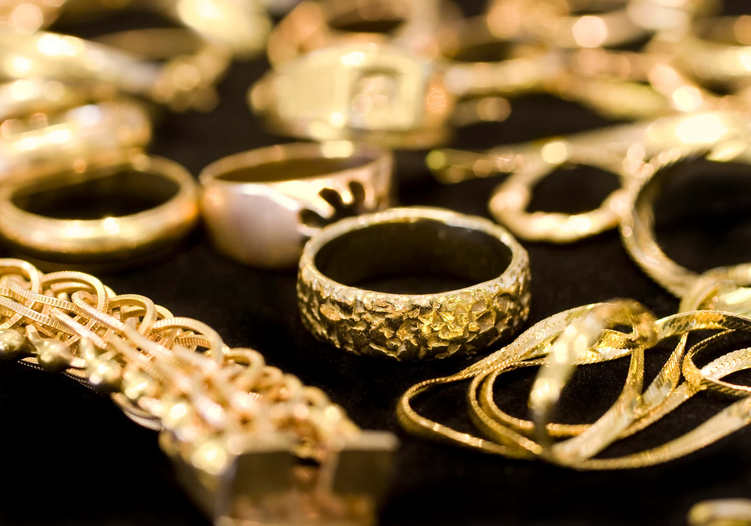 thick gold jewelry