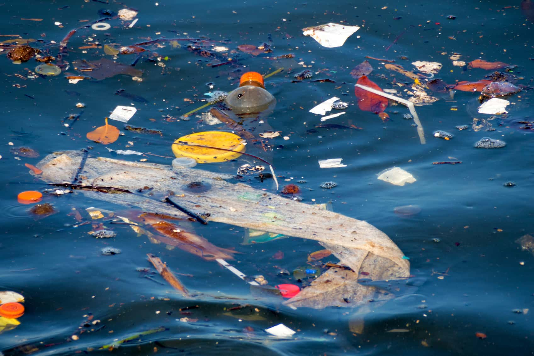Over 200 Nations Vow to End Plastic Ocean Pollution Istock_93516167_oceanplasticpollution-4